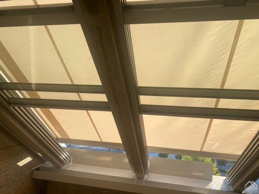 Proyectos e instalación de cerramientos para terrazas, balcones, áticos y negocios, con cortinas de cristal, techos para terrazas móviles y fijos, pérgolas bioclimáticas, estores para terrazas, toldos y lonas. Estores 2