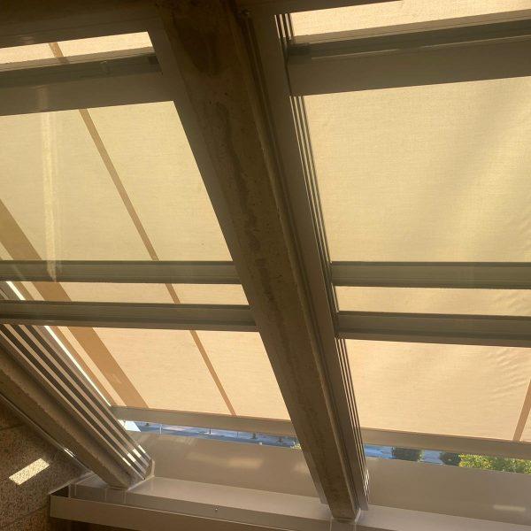 Proyectos e instalación de cerramientos para terrazas, balcones, áticos y negocios, con cortinas de cristal, techos para terrazas móviles y fijos, pérgolas bioclimáticas, estores para terrazas, toldos y lonas. Estores