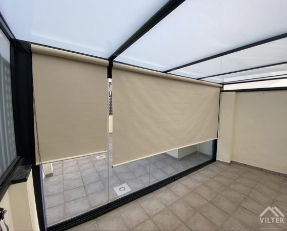 Proyectos e instalación de cerramientos para terrazas, balcones, áticos y negocios, con cortinas de cristal, techos para terrazas móviles y fijos, pérgolas bioclimáticas, estores para terrazas, toldos y lonas.Estores para cortinas de cristal