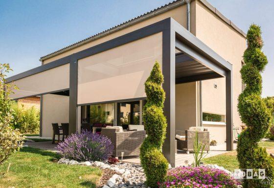Proyectos e instalación de cerramientos para terrazas, balcones, áticos y negocios, con cortinas de cristal, techos para terrazas móviles y fijos, pérgolas bioclimáticas, estores para terrazas, toldos y lonas. Terraza