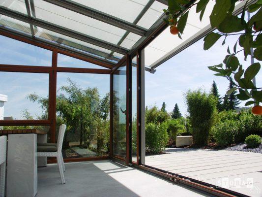 Proyectos e instalación de cerramientos para terrazas, balcones, áticos y negocios, con cortinas de cristal, techos para terrazas móviles y fijos, pérgolas bioclimáticas, estores para terrazas, toldos y lonas. Terraza 3